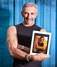 Aaron Tippin - She Feels Like A Brand New Man Tonight